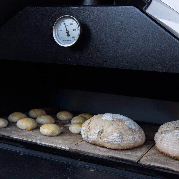 Merklinger Holzbackofen Grill Pizzaofen Brotbackofen Brot und Semmeln backen