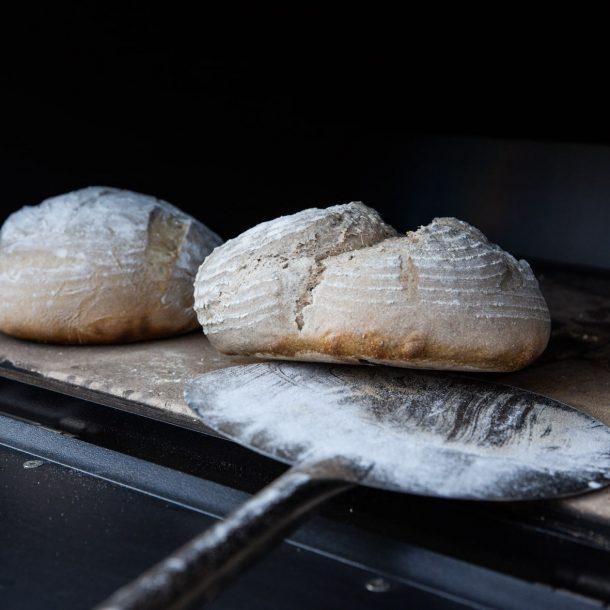 Merklinger Holzbackofen Grill Pizzaofen Brotbackofen 800 Brot backen und wenden