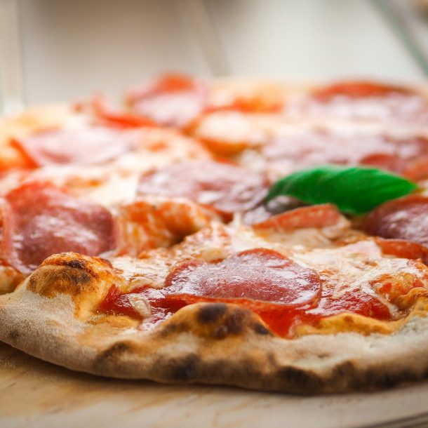 Pizza aus dem Merklinger Holzbackofen Grill Pizzaofen Brotbackofen