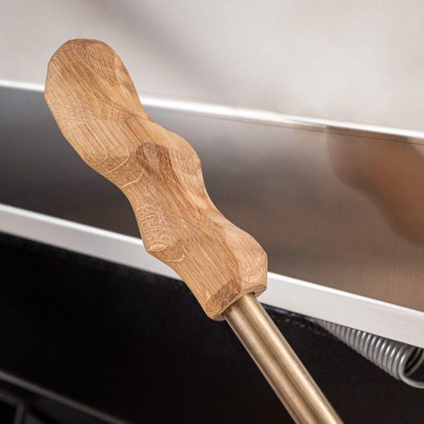 merklinger-holzbackofen-grill-pizzaofen-brotbackofen-1200-detail-holzgriff