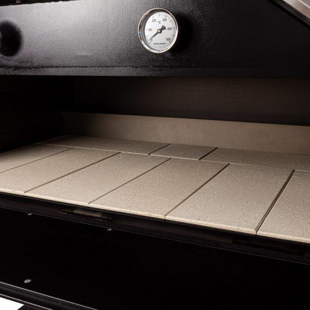 merklinger-holzbackofen-grill-pizzaofen-brotbackofen-1200-vorne-tuere-auf-zoom-1