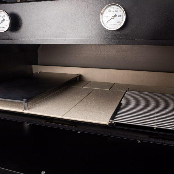 merklinger-holzbackofen-grill-pizzaofen-brotbackofen-1200-vorne-tuere-auf-zoom-5