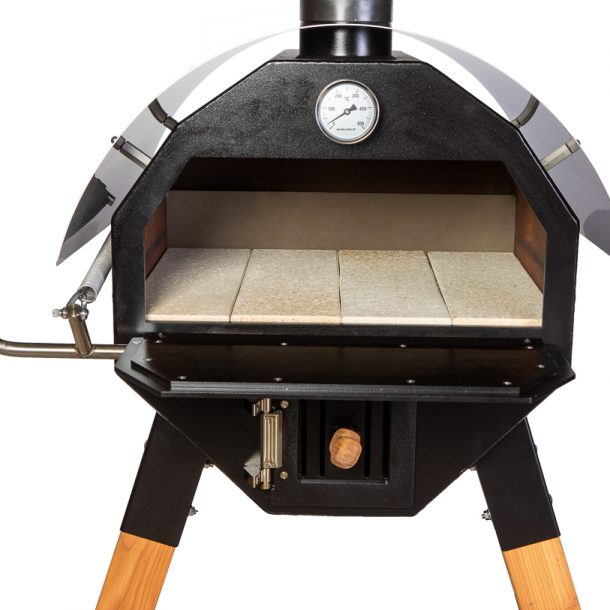 Merklinger Holzbackofen Grill Pizzaofen Brotbackofen 600 Nahansicht mit vier Schamottsteinen