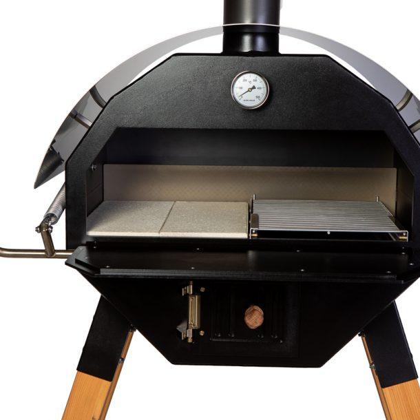 Merklinger Holzbackofen Grill Pizzaofen Brotbackofen 800 Nahansicht mit zwei Schamottsteinen und ausziehbares Grillrost