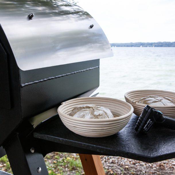 Merklinger Holzbackofen Grill Pizzaofen Brotbackofen 800 mit Seitentisch aus Granit und Gärkorb und Infrarot Thermometer