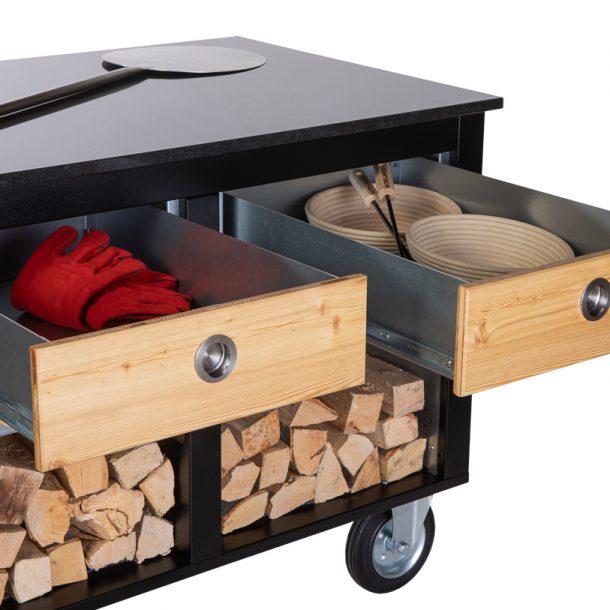 Merklinger Holzbackofen Grill Pizzaofen Brotbackofen mobiler Seitentisch mit Holz und zwei offenen Schubladen mit Zubehör