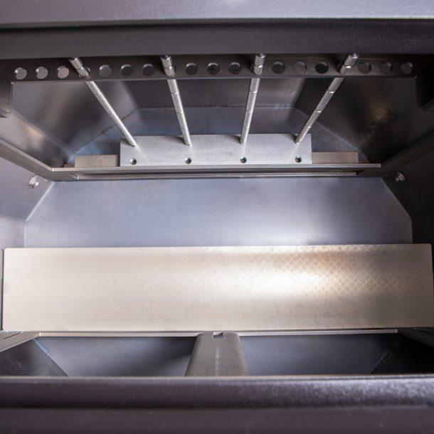 Merklinger Holzbackofen Grill Pizzaofen Brotbackofen eingebaute Räuchervorrichtung Frontalansicht