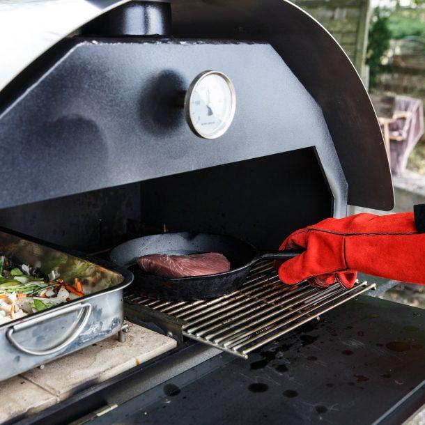 Merklinger Holzbackofen Grill Pizzaofen Brotbackofen Bräter und Gußpfanne im Einsatz