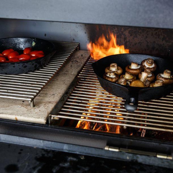 Merklinger Holzbackofen Grill Pizzaofen Brotbackofen Gußpfanne im Einsatz